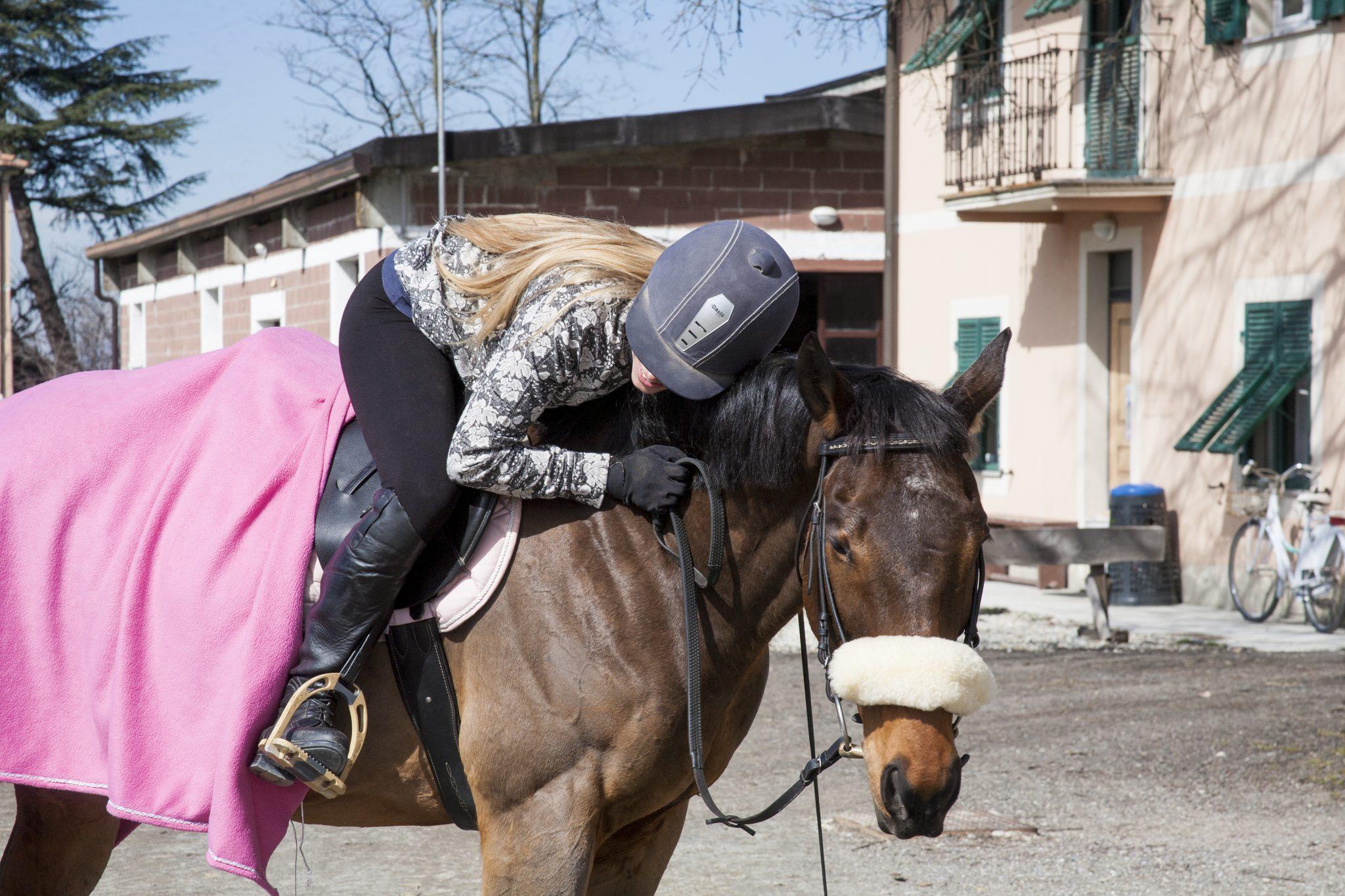 Come realizzare una coperta in pile per il nostro cavallo